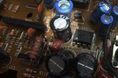 Defekter Kondensator 330µF/16 Volt auf der Reglerplatine